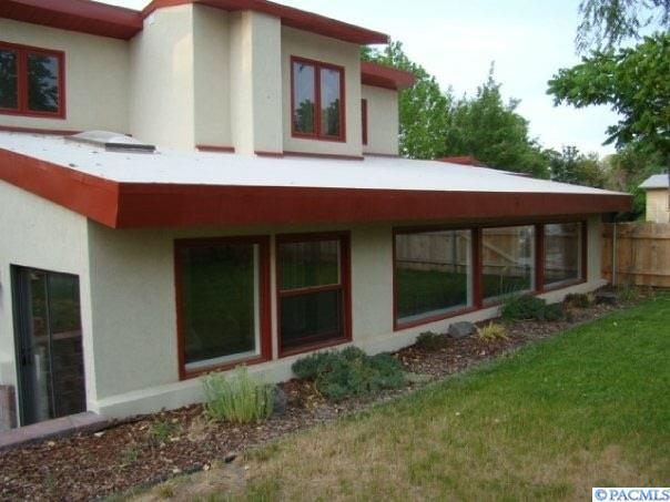 1107 N 60th Ave, West Richland, WA 99353 (MLS #226533) :: PowerHouse Realty, LLC