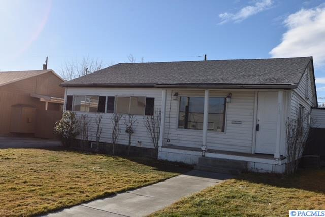 713 Thayer Drive, Richland, WA 99352 (MLS #226763) :: Premier Solutions Realty