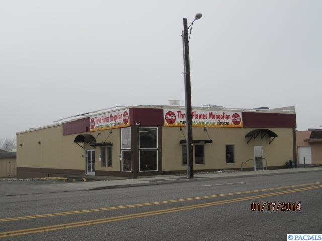 1440 Jadwin Ave, Richland, WA 99352 (MLS #227336) :: The Lalka Group