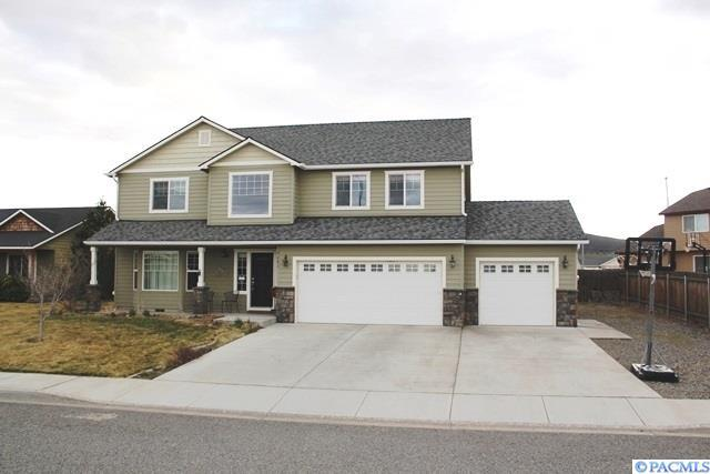5601 Oasis St, West Richland, WA 99353 (MLS #227750) :: Dallas Green Team