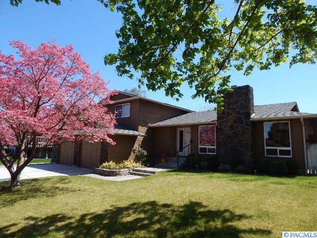 1933 Cypress Pl., Richland, WA 99352 (MLS #229076) :: The Lalka Group