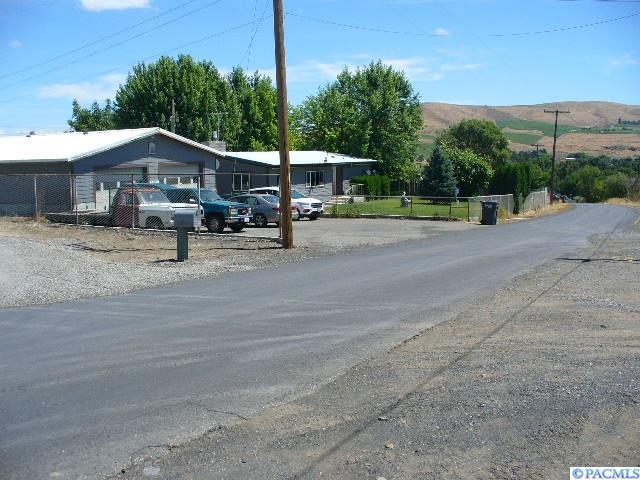 3302 W Highland Ext. Rd., Benton City, WA 99320 (MLS #230505) :: PowerHouse Realty, LLC