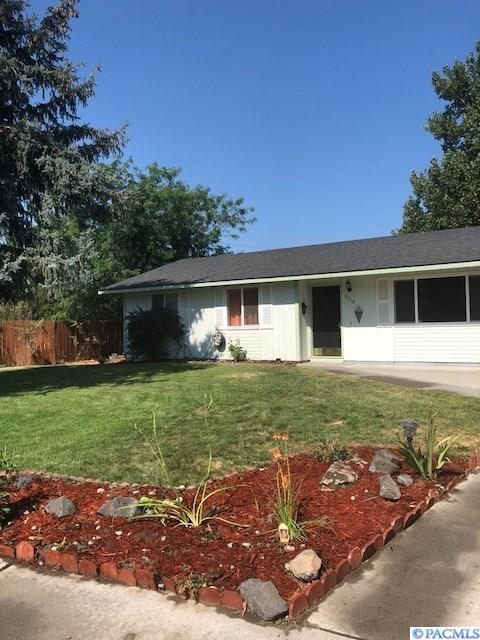 8918 W Entiat Ave, Kennewick, WA 99336 (MLS #232004) :: The Lalka Group
