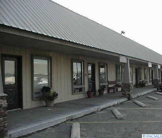 3902 W Clearwater, #106, Kennewick, WA 99336 (MLS #234845) :: Premier Solutions Realty