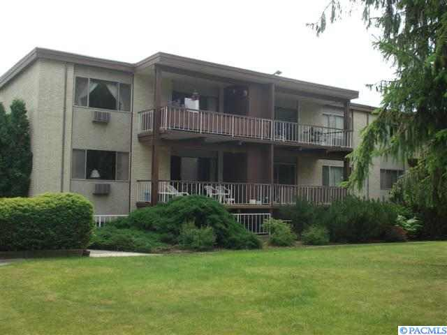 1220 NW State St. #23, Pullman, WA 99163 (MLS #235424) :: The Lalka Group