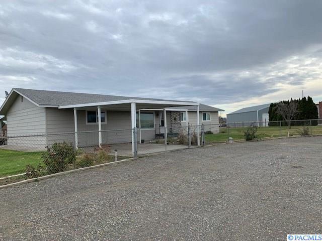 3534 Hanson Loop, Burbank, WA 99323 (MLS #235834) :: Premier Solutions Realty