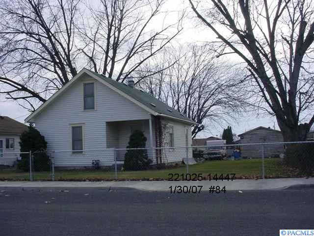 1417 Federal Way, Sunnyside, WA 98944 (MLS #235990) :: Premier Solutions Realty