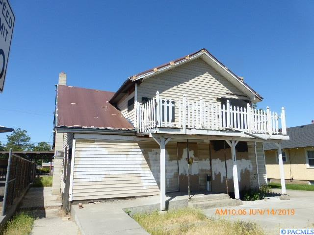 220 N 10th Ave, Pasco, WA 99301 (MLS #238105) :: Community Real Estate Group