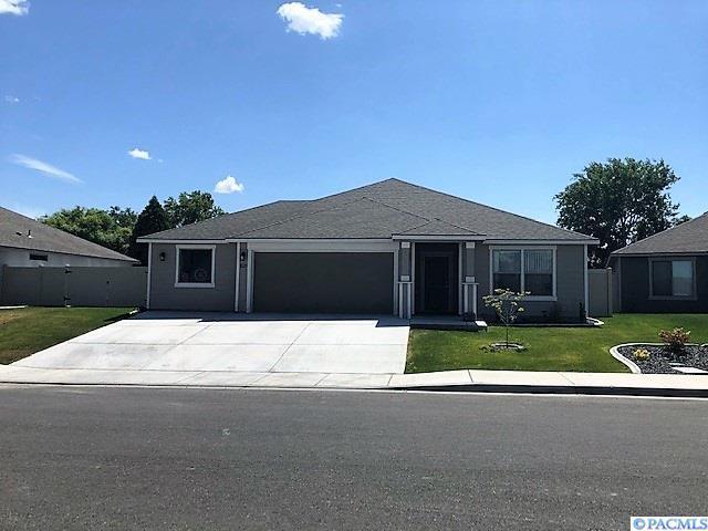 1527 W 33rd Place, Kennewick, WA 99337 (MLS #238939) :: Premier Solutions Realty