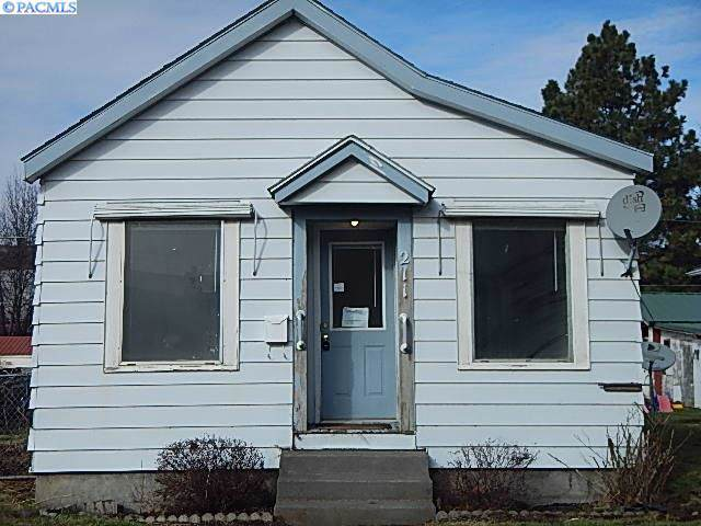 211 E Commercial Ave, Dayton, WA 99328 (MLS #243326) :: Beasley Realty