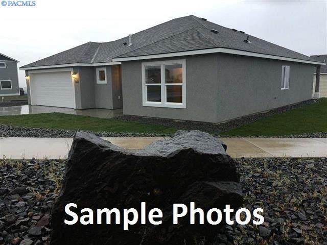 382 E Davis St, Connell, WA 99326 (MLS #243960) :: Dallas Green Team
