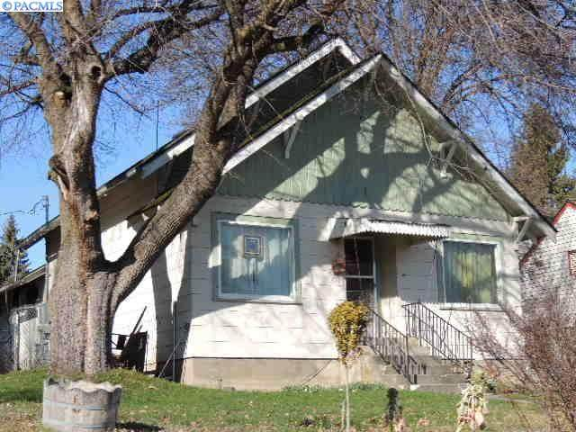 220 W Alder St, Palouse, WA 99161 (MLS #244341) :: Tri-Cities Life