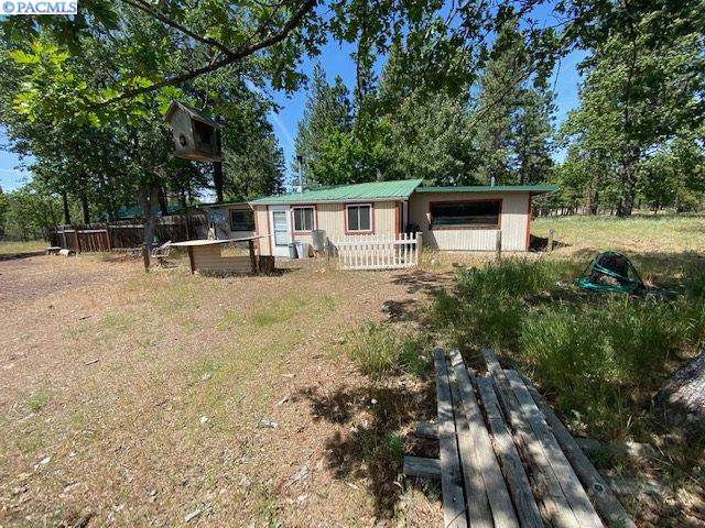 546 Woodland Road, Goldendale, WA 98620 (MLS #245921) :: Dallas Green Team