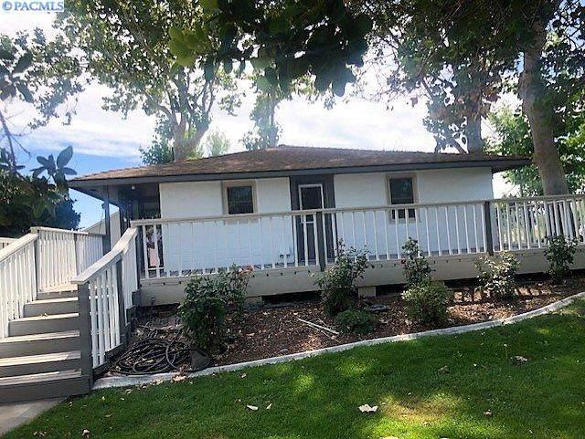 2516 Road 44, Pasco, WA 99301 (MLS #247767) :: Tri-Cities Life