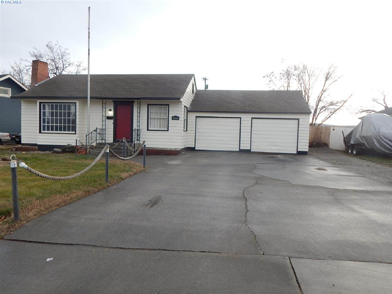 823 Kennewick Ave - Photo 1