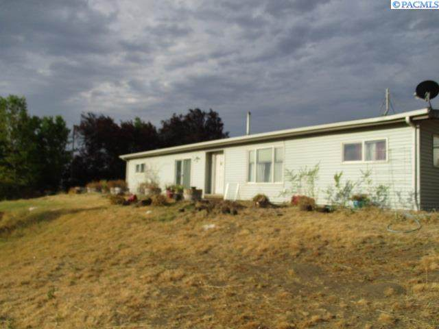 702 W Trinity Prnw, Benton City, WA 99320 (MLS #254751) :: Story Real Estate