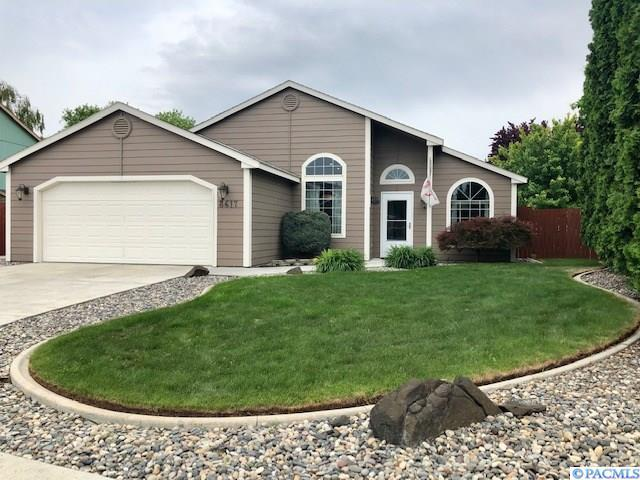 8617 W Bonnie Ave, Kennewick, WA 99336 (MLS #237393) :: The Lalka Group