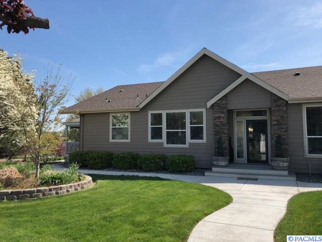 4402 Sunlake Dr, West Richland, WA 99353 (MLS #228781) :: The Lalka Group