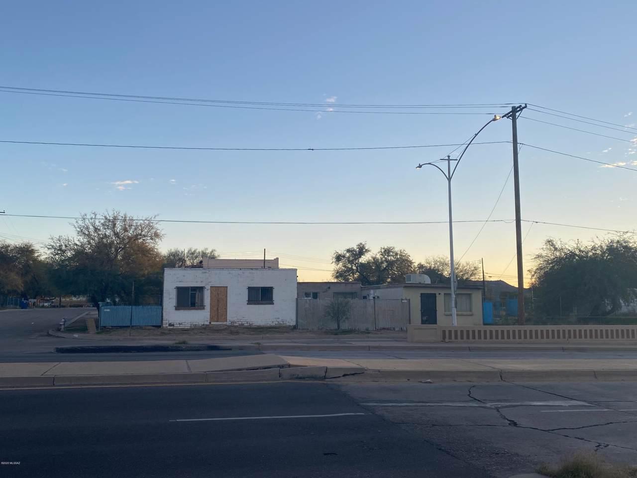 501 Speedway Boulevard - Photo 1