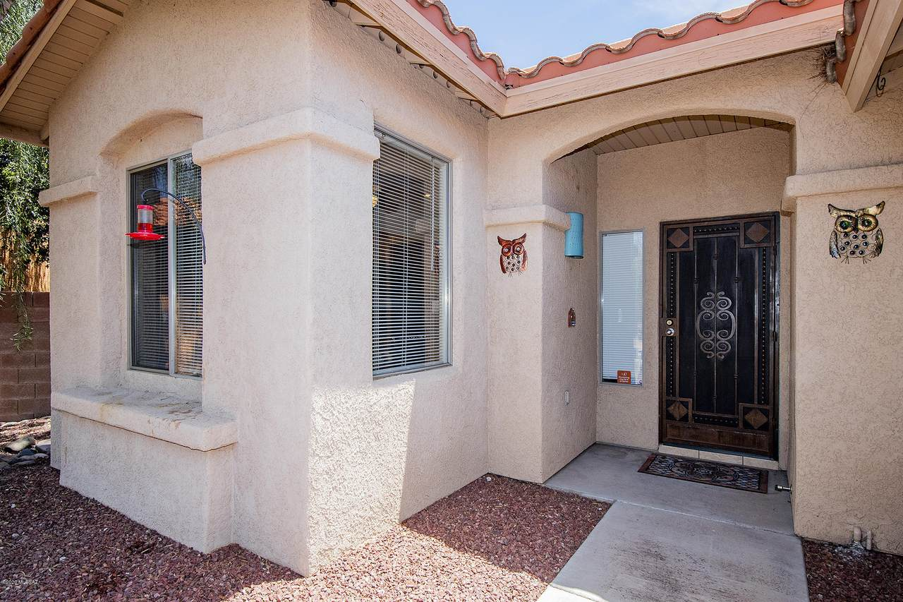 9408 Sandy Whiskers Place - Photo 1