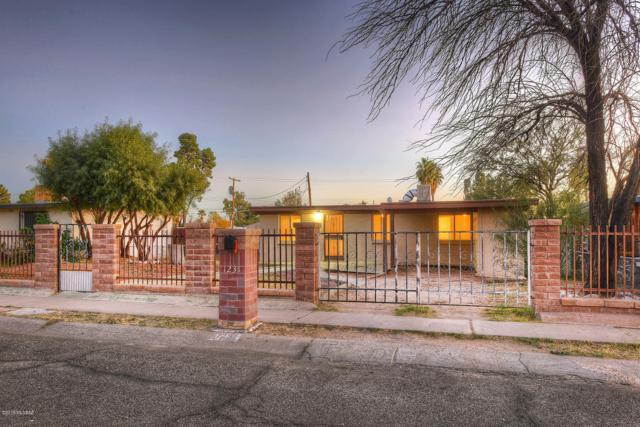 1231 W Kleindale Road, Tucson, AZ 85705 (#21832677) :: RJ Homes Team