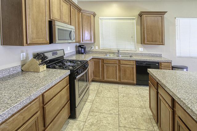 1247 W Lyle Lane, Oro Valley, AZ 85755 (#21901772) :: Stratton Group