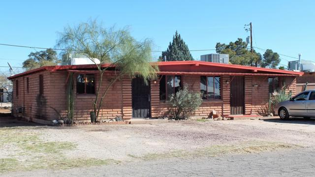 1308 N Roberts Way, Tucson, AZ 85712 (#21904101) :: The KMS Team