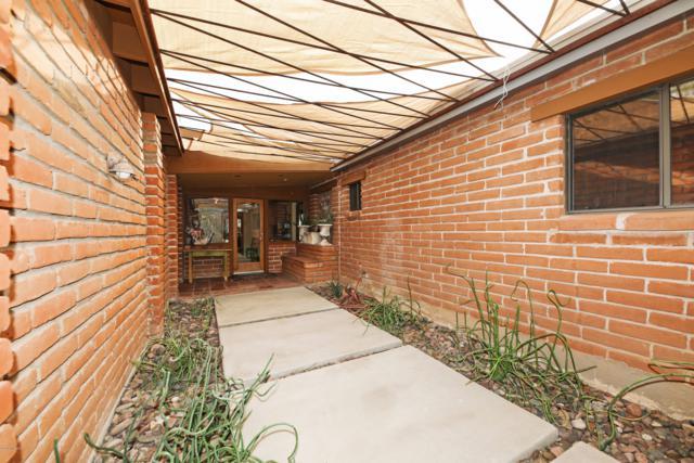 4045 N Avenida Del Cazador, Tucson, AZ 85718 (#21916124) :: Long Realty Company