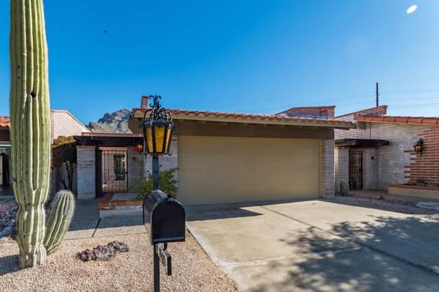 8560 N Calle Tioga, Oro Valley, AZ 85704 (#22001778) :: Keller Williams