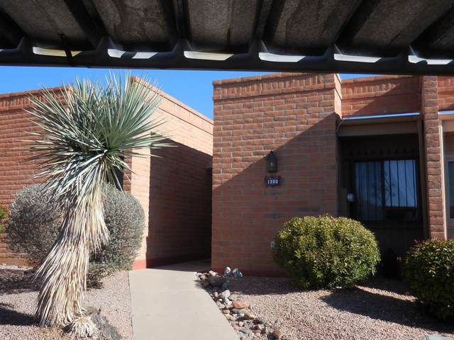1300 W Desert Hills Drive, Green Valley, AZ 85622 (#22003714) :: Long Realty Company