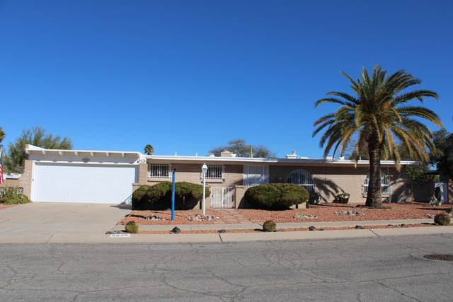8933 E Palm Tree Drive, Tucson, AZ 85710 (#22003788) :: Long Realty - The Vallee Gold Team