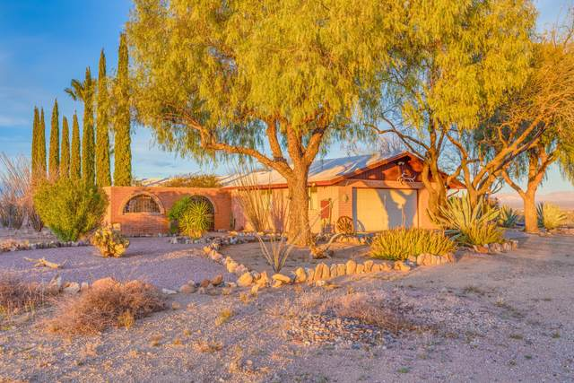 4251 W Calle Siete, Green Valley, AZ 85622 (#22004457) :: Long Realty Company