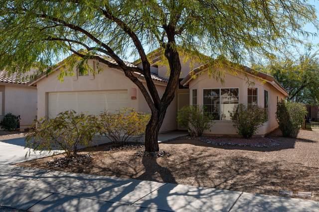 2581 W Saguaro Bluffs Drive, Tucson, AZ 85742 (#22005144) :: Long Realty Company