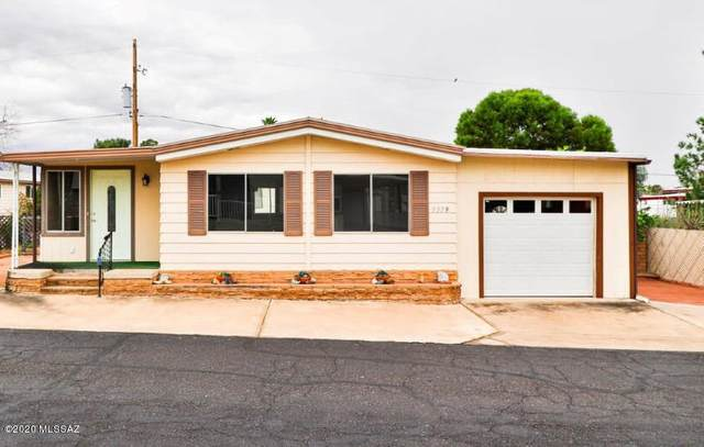 5379 W Flying W Street, Tucson, AZ 85713 (#22006993) :: Long Realty - The Vallee Gold Team