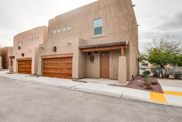 1085 E Irwin Place, Tucson, AZ 85719 (#22007284) :: Long Realty - The Vallee Gold Team