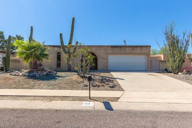 3201 W Calle Fresa, Tucson, AZ 85741 (#22008333) :: Long Realty - The Vallee Gold Team