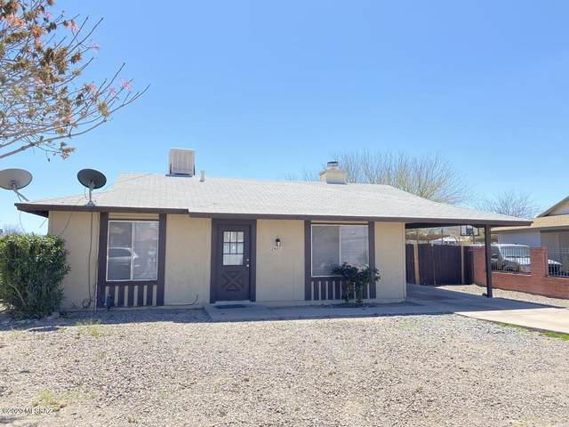2601 W Vereda Roja, Tucson, AZ 85746 (#22008604) :: Long Realty - The Vallee Gold Team
