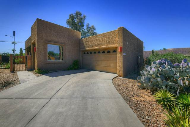 2906 N Cardell Circle, Tucson, AZ 85712 (#22008675) :: Long Realty - The Vallee Gold Team