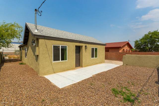 1317 S 11th Avenue, Tucson, AZ 85713 (#22021332) :: Long Realty - The Vallee Gold Team