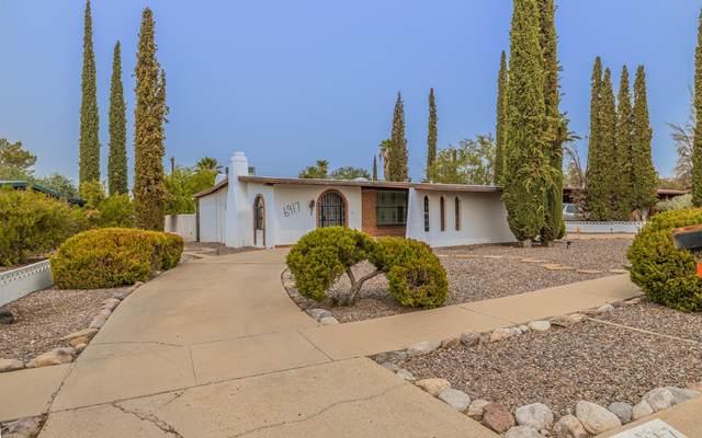 6917 E Calle Pegaso, Tucson, AZ 85710 (#22022852) :: Keller Williams