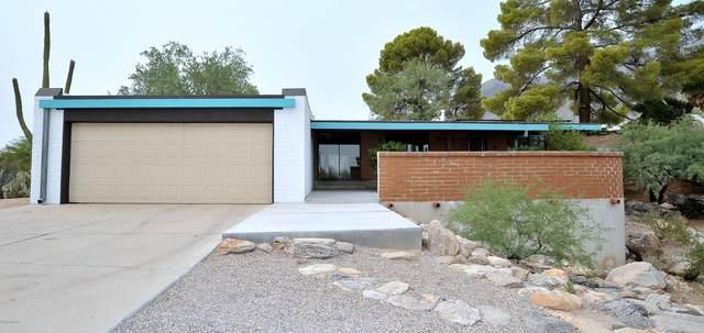 6930 N Montezuma Drive, Tucson, AZ 85718 (#22023070) :: Keller Williams