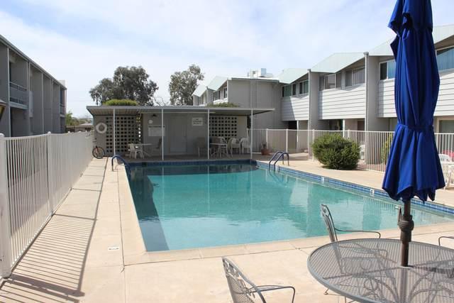 1735 S Jones Boulevard J12, Tucson, AZ 85713 (#22100660) :: Long Realty - The Vallee Gold Team