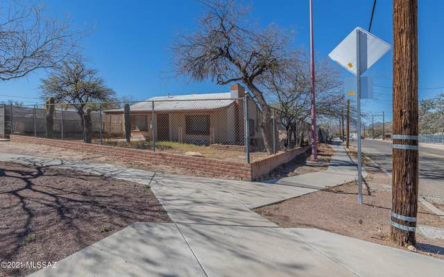 1302 S 7Th Avenue, Tucson, AZ 85713 (#22104230) :: Long Realty - The Vallee Gold Team