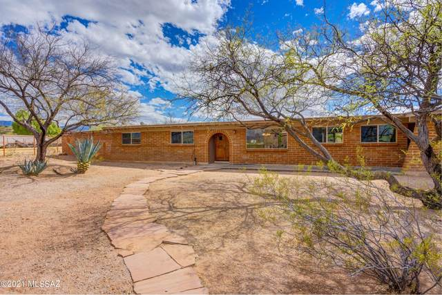 9202 E Indio Place, Tucson, AZ 85749 (#22106011) :: Long Realty - The Vallee Gold Team