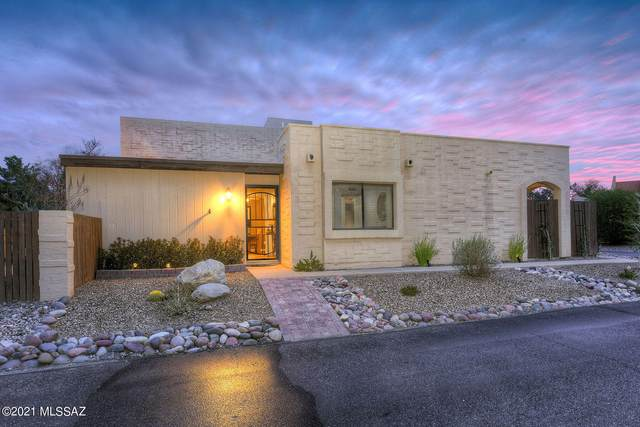 2124 N Calle De La Cienega, Tucson, AZ 85715 (#22111196) :: Long Realty - The Vallee Gold Team