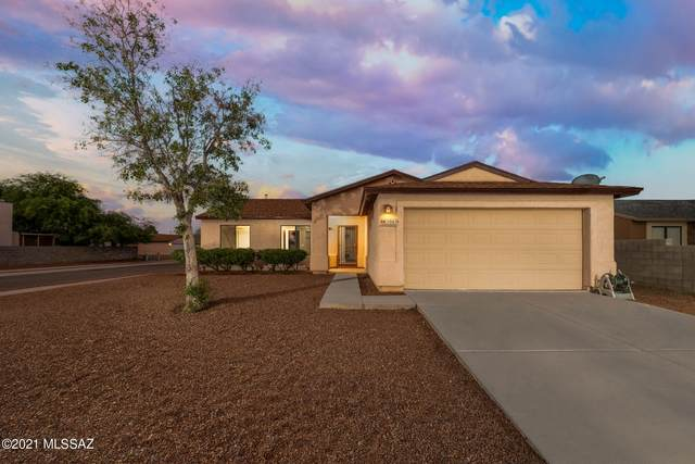 5065 S Bloomfield Drive, Tucson, AZ 85746 (#22118597) :: Long Realty - The Vallee Gold Team