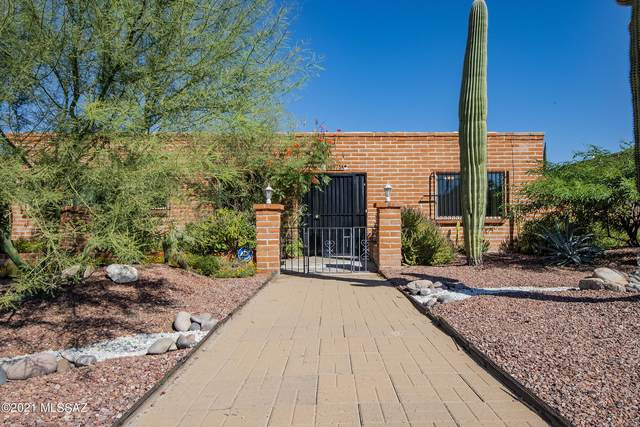8975 E Maple Leaf Drive, Tucson, AZ 85710 (#22126342) :: Long Realty - The Vallee Gold Team