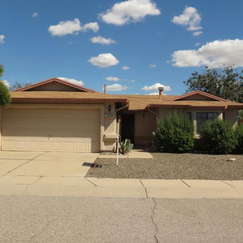 8680 N Chinaberry Way, Tucson, AZ 85742 (#21827226) :: The Josh Berkley Team