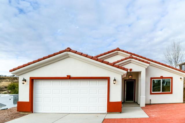 817 E Calle Esplendor, Nogales, AZ 85621 (#21903015) :: Gateway Partners at Realty Executives Tucson Elite