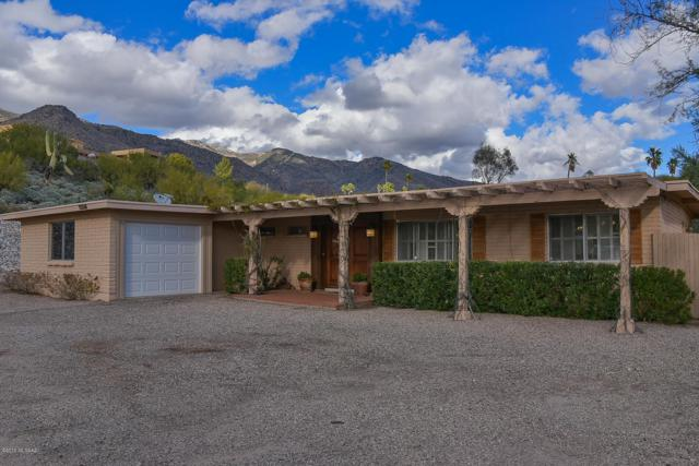 6252 N Camino Almonte, Tucson, AZ 85718 (#21904090) :: Long Realty - The Vallee Gold Team